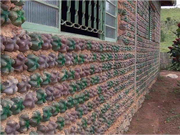 Pedreiro de Extrema usou garrafas pet em estrutura de casa sustentável (Foto: Edson de Oliveira / EPTV) Uma ideia ecologicamente correta e muito criativa