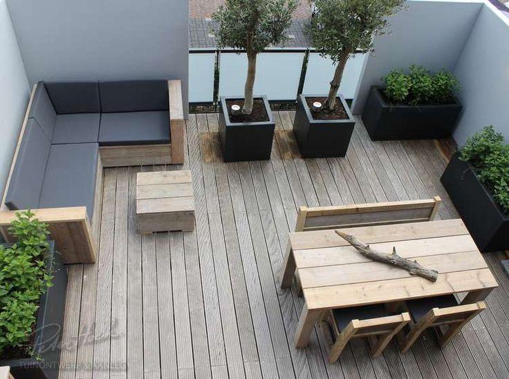 Dakterras met stucwerk muren en steigerhouten meubels - 1 dag metamorfose
