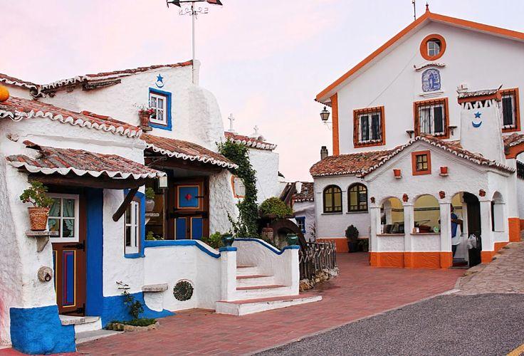 Perto de Mafra, um único homem dedicou toda a sua vida a construir uma aldeia portuguesa em miniatura. Falamos da Aldeia Típica José Franco.