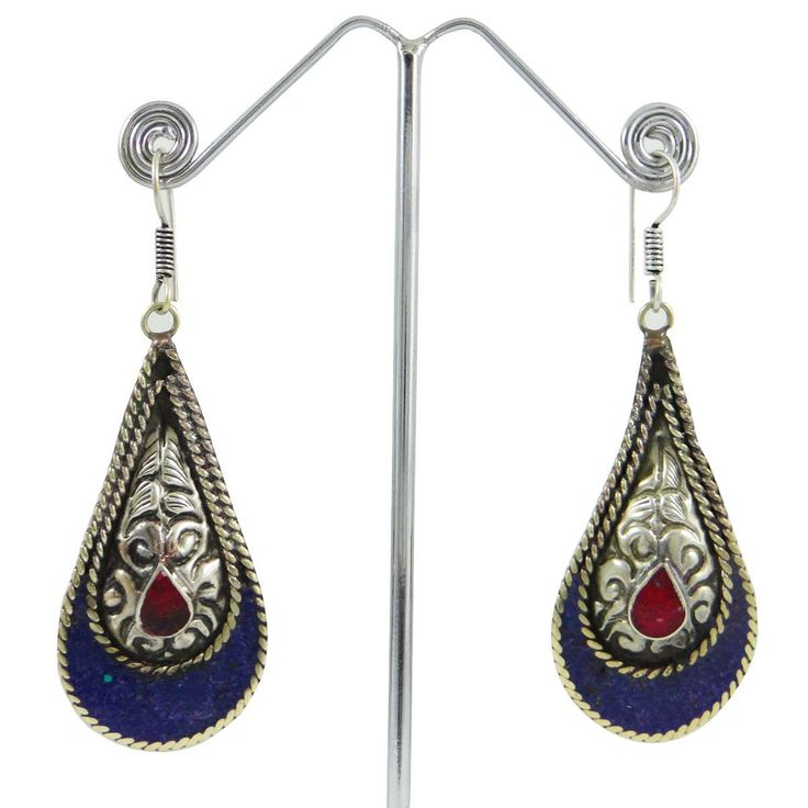 This is a beautiful Silvertone metal mosaic tiles dangle earring set. It is very fashionable jewelry. ..this is img