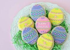 Des cookies en forme d'oeufs de Pâques.  10 Tutos de décorations de gâteaux et de biscuits pour Pâques