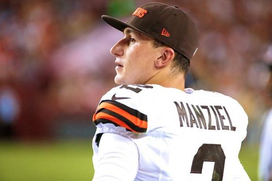 NFL: Johnny Manziel Writes Lengthy, Heartfelt Apology To The Browns & Fans After Leaving Rehab- http://getmybuzzup.com/wp-content/uploads/2015/04/447729-thumb.png- http://getmybuzzup.com/johnny-manziel-writes-length/- By Joe Casey Johnny Manziel left rehab this week after a two month stint at the facility. From all accounts, Johnny football took the rehab very seriously and there seems to be nothing but good things being said about that part of his life. Now it is time to