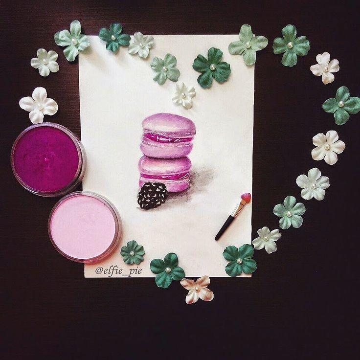 "Art illustration of pink macaroon decored with flower ""heart"" (panpastel)"