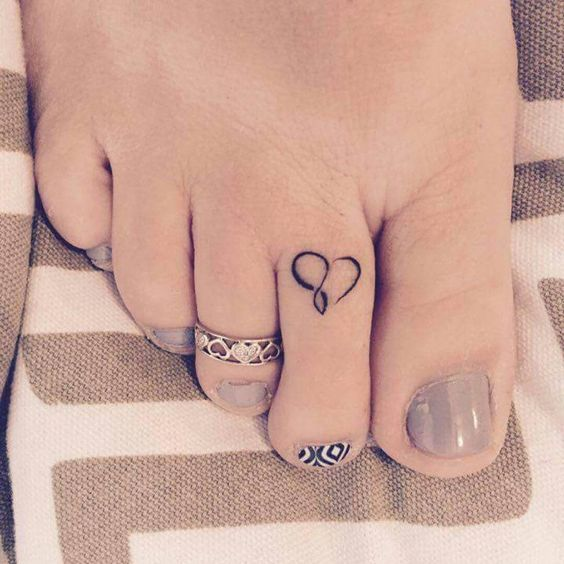 63 TOE TATTOO LOOKS GOOD AND UNIQUE – Page 20 of 63