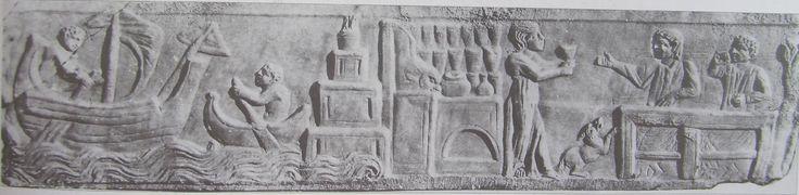 A destra una barca fluviale trasporta merci dalla nave annonaria, ancorata al largo, fino al porto di Claudio (rappresentato dal grande faro, che imita quello di Alessandria). Rilievo dalla necropoli dell'Isola Sacra, Ostia