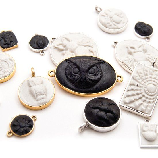 Make These Sculpted Relief Epoxy Clay & Resin Pendants - Learn how to create perfectly registered pendants with this  Tutorial. Enjoy!