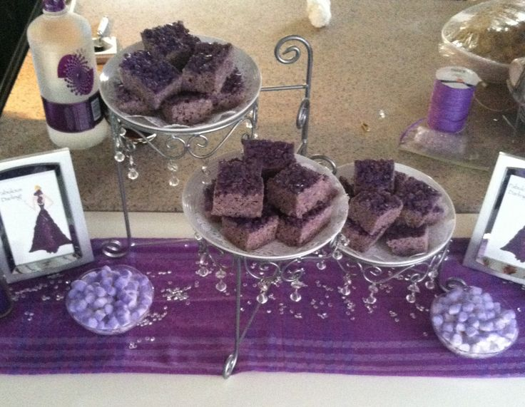 Have fun with ur desserts, here I added a toutch of lavender food ...