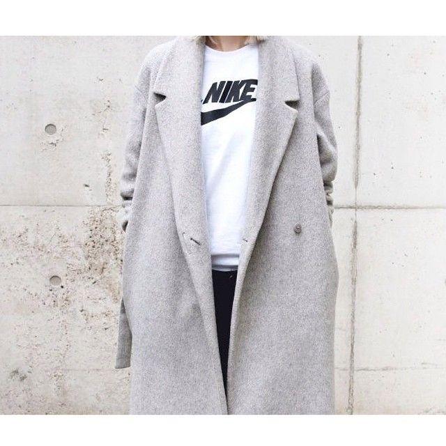 http://pho-london.tumblr.com/post/79873260142/long-grey-coat#notes Gevonden op My Style | Anna Reczka