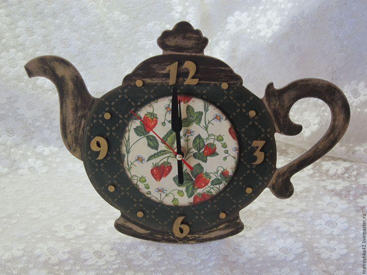 """Купить Настенные часы для кухни """"Чайник"""" - комбинированный, золотистый цвет, зеленый цвет, красный цвет"""