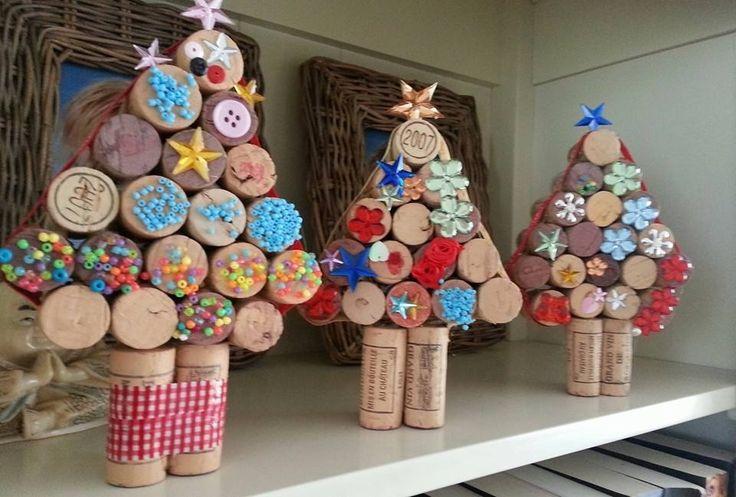 3d knutsel: Kerstboom van kurk (creaties van de kleinkinderen vd buurvrouw)