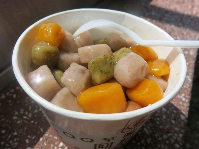 こちらは九份の街を登った上の方にある「阿柑姨芋圓」の台湾スイーツ。冷たいのと温かいのを選べます。九份に行った際はぜひ!