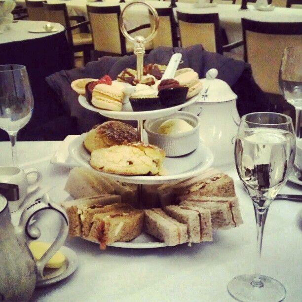 "16 Beğenme, 2 Yorum - Instagram'da @dianeclaymore: ""#afternoon #tea #scotsman #hotel #Edinburgh #delicious #yum #foodporn"""