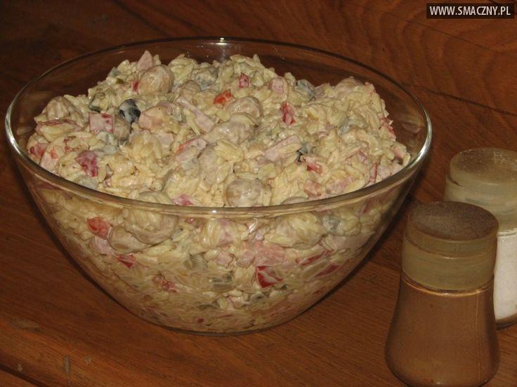 Sałatka z makaronem ryżowym i konserwowymi pieczarkami