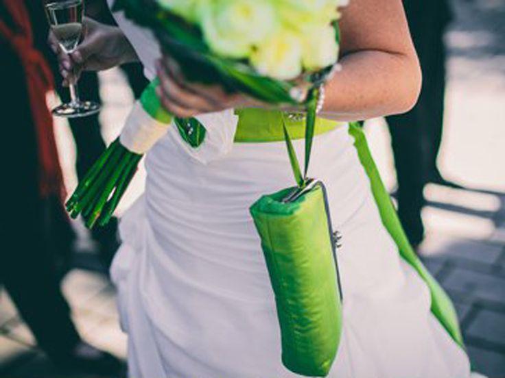 Brauttasche Wristlet in Grün