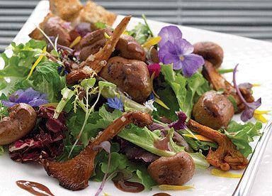 Recette de Salade de rognons de veau et de chanterelles au porto | Le Guide Cuisine