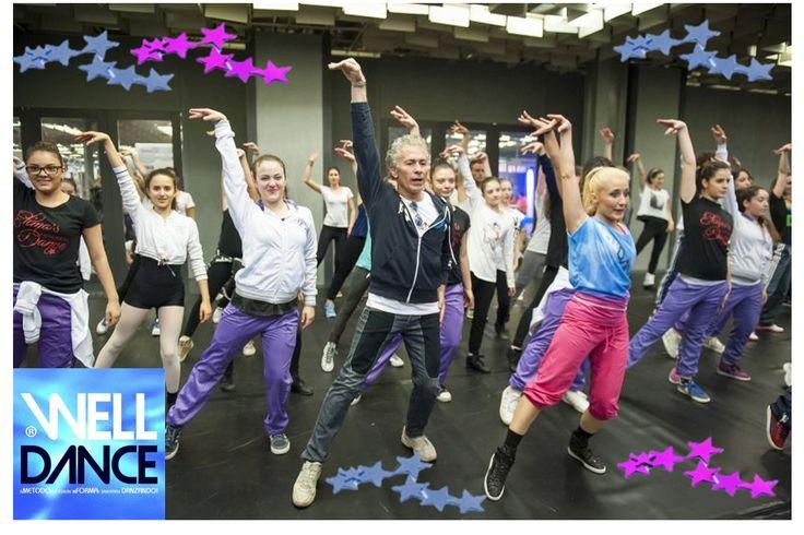 WellDance risponde alle esigenze dei frequentatori di scuole di danza e palestre: un metodo che fa allenare con passi coreografici sia i ballerini che gli appassionati o le tante mamme che chiedono di poter svolgere una attività allenante all'interno della stessa scuola in cui per esempio già la figlia è iscritta.