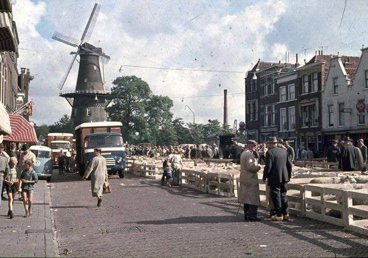 In de stad Verkeer van vroeger (jaartal: 1960 tot 1970) - Foto's SERC