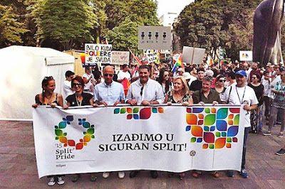 Desfile del orgullo LGBT en Dalmacia, más pequeño pero sin incidentes Global Voices, 2015-06-13 http://es.globalvoicesonline.org/2015/06/13/desfile-del-orgullo-lgbt-en-dalmacia-mas-pequeno-pero-sin-incidentes/