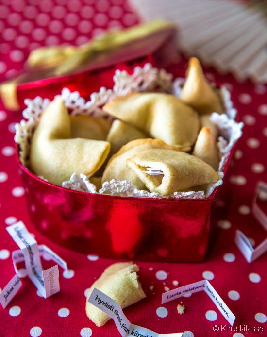 Onnenkeksit - fortune cookies   Reseptit   Kinuskikissa