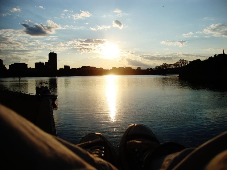 Found a sunset spot in Downtown Ottawa, when I used to live there. I miss living in Downtown.