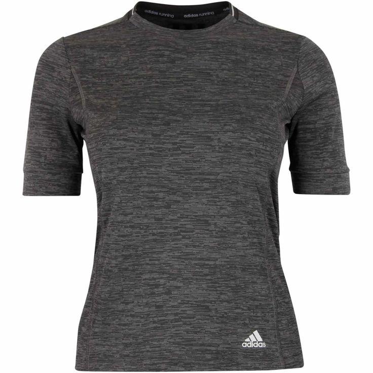 Løbetrøje med korte ærmer. For eksempel denne fra Adidas.