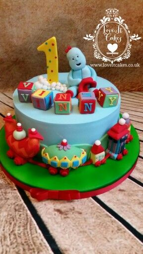 In the night garden cake, with the ninky nonk and iggle piggle and building blocks.