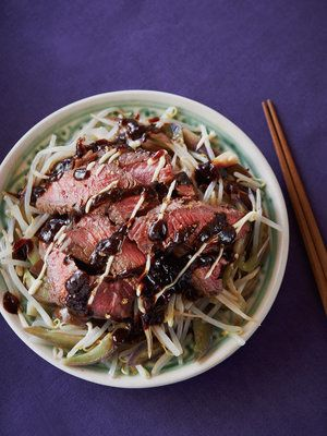 【ELLE a table】赤身肉ともやしの甜麺醤ソースがけレシピ|エル・オンライン