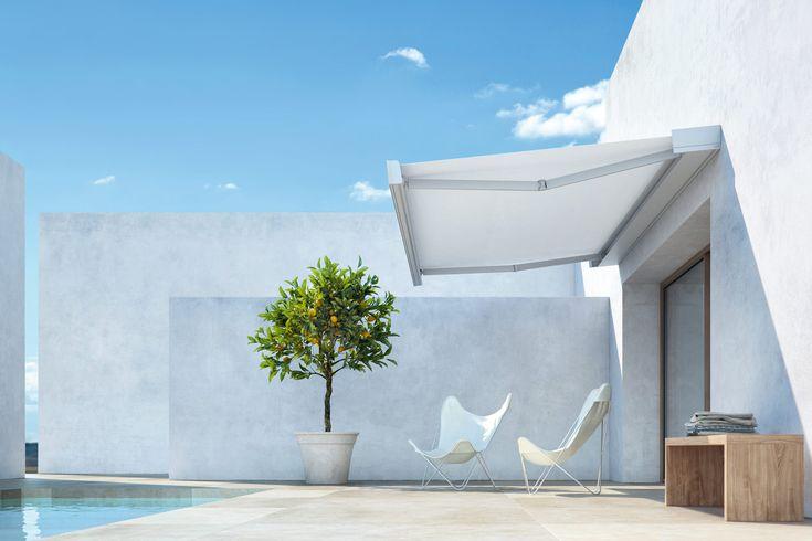 T-Hide by Pratic. Giochi di ombre creano atmosfere dedicate alla vita outdoor, in sintonia con un concetto di raffinata essenzialità.