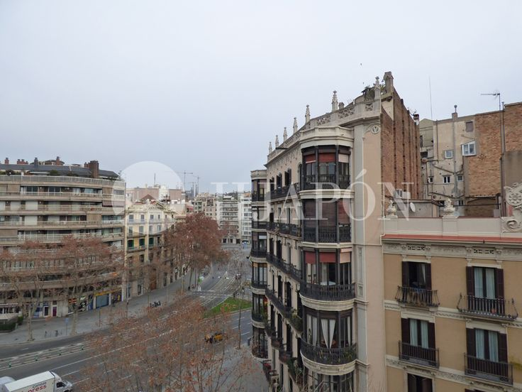 Exclusive penthouse for sale in Eixample in downtown Barcelona