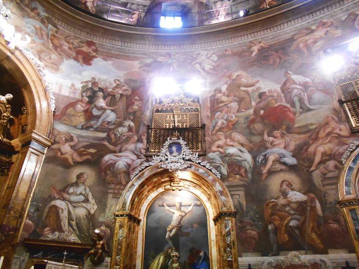 Altar con el Calvario de Luca Giordano y los milagros de la Restitución del  Pié Cortado y Milagro de la Tormenta que Mojó a los Asistentes a un Sermón de San Antonio.