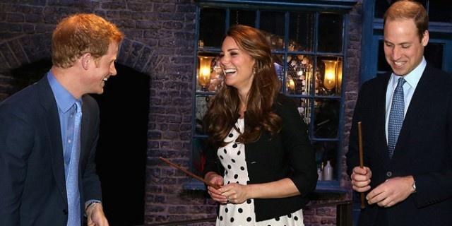 Dopo il matrimonio in diretta mondiale della splendida Kate Middleton e del principe William il parto in trance ipnotica?  http://www.sfilate.it/194116/kate-middleton-detta-stile-anche-in-sala-parto-forse-trance-ipnotica