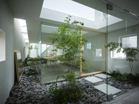 This Nagoya home features rooms designed for plants. This home is built on a small, narrow plot surrounded by other houses, making the location less than ideal. Responding to the client's desire to have a vibrant garden we suggested a design...