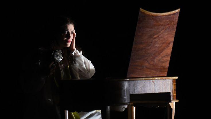 Anna Corvino (Violetta), Atto III - foto Roberto Ricci (29/10/2014)