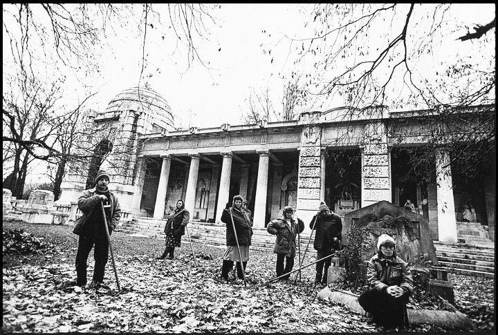 © GULYÁS Miklós: 119/129 - Kerepesi temető, 1999