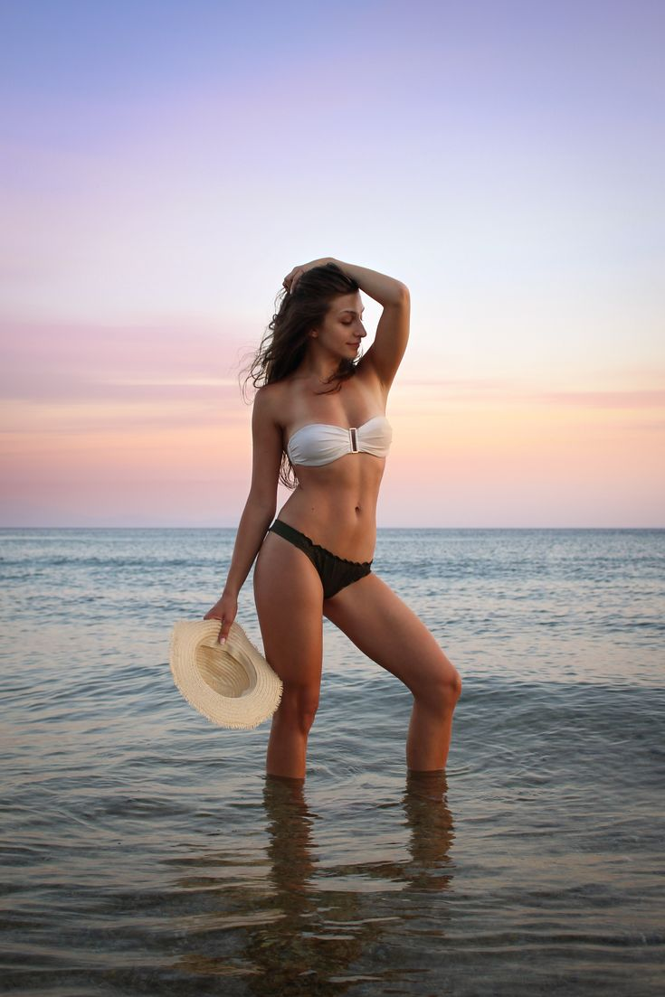 Frau im Bikini posiert am Meer Foto von apostolosv auf Unsplash Image Seite 18 …   – km