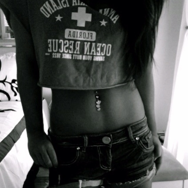 Want my belly button pierced soo bad