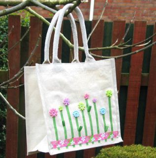 How to decorate a bag with buttons and ribbon