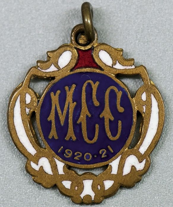 MELBOURNE CRICKET CLUB, 1920-21 membership badge, made by C.Bentley, No.883.
