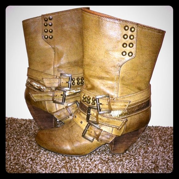 Not rated boots 7.5 Size 7.5 not rated boots with low chunky heel. Easy to walk in great for night out or adding edge to a day outfit. Some wear on both boots as seen above but nothing super noticeable. not rated Shoes Ankle Boots & Booties