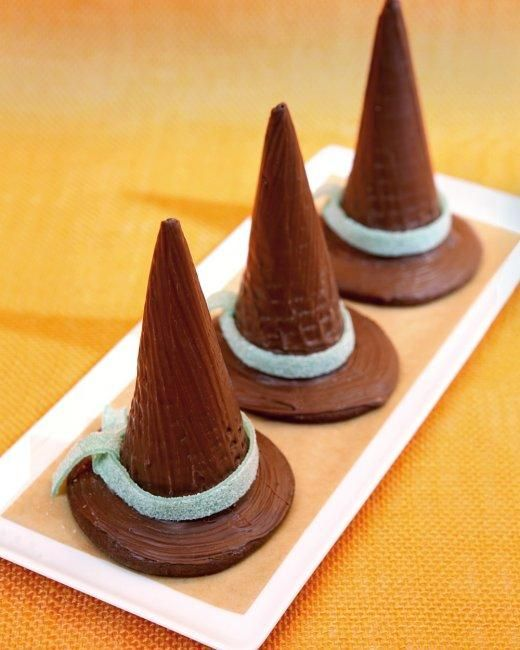Chocolate Witches' Hats Recipe: No Baking Recipes, Witch Hats, Halloween Parties, Chocolates Witch, Chocolates Bar, Vegans Recipes, Halloween Treats, Halloween Recipes, Ice Cream Cones