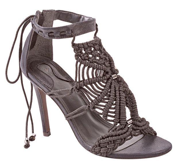 Sandália de salto fino com trabalho de macramê por Paula Ferber!