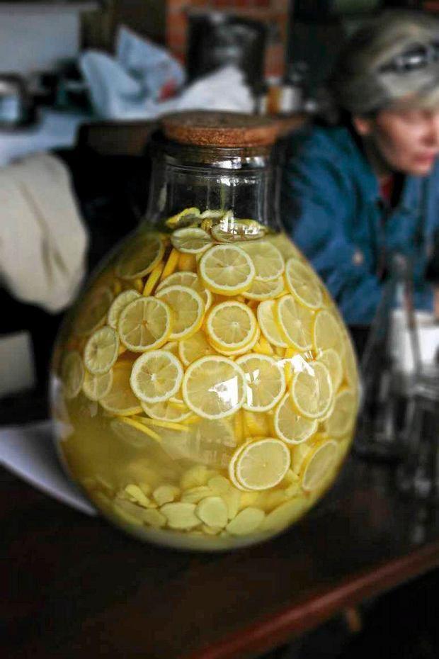 Ekologiczne cytryny - składnik nalewki z kwiatów czarnego bzu