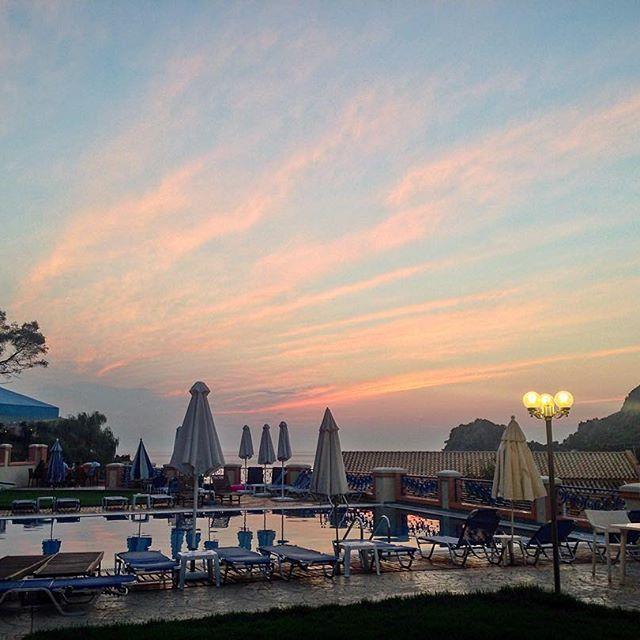 #Corfu #Greece #ermones #hotelphiloxenia #hotelohiloxeniaermones #holidays #throwback #sunset #sky #colors #island #swimmingpool #poolsidechillin #relaxing #philoxeniahotel
