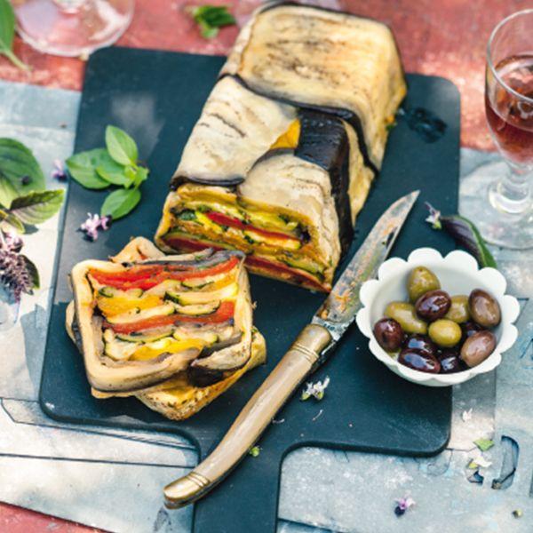 Diese feine Vorspeise schmeckt wunderbar im Hochsommer mit sonnenverwöhntem Gemüse aus dem Freiland. Dazu serviere ich gern aromatische Oliven und knu...