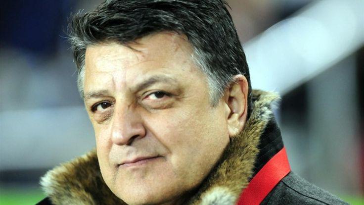 Yılmaz Vural bedavaya Eskişehir'de - 3 gün önce açıkladığımız Yılmaz Vural'ın Eskişehirspor'un yeni teknik direktörü olacağı haberimiz dün gece itibarı ile resmiyet kazandı. Deneyimli teknik direktör Yılmaz Vural sezon sonuna kadar Eskişehirspor'un başında sahaya çıkacak.  Ancak bu transferi ilginç yapan deneyimli teknik adam Yılmaz - http://bit.ly/2q6YVu3