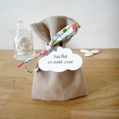 Ballotin baptême ou mariage - sur commande - tissu lin beige et cordon liberty betsy - sachet à dragées - entièrement personnalisable