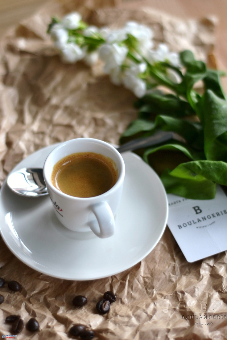Espresso Alfredo - bardzo drobno zmielone i ubite ziarna kawowca zaparzone w 30 ml gorącej wody. 3,5 zł