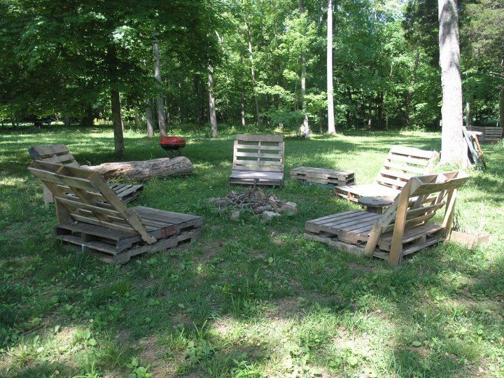 Pallet firepit seating