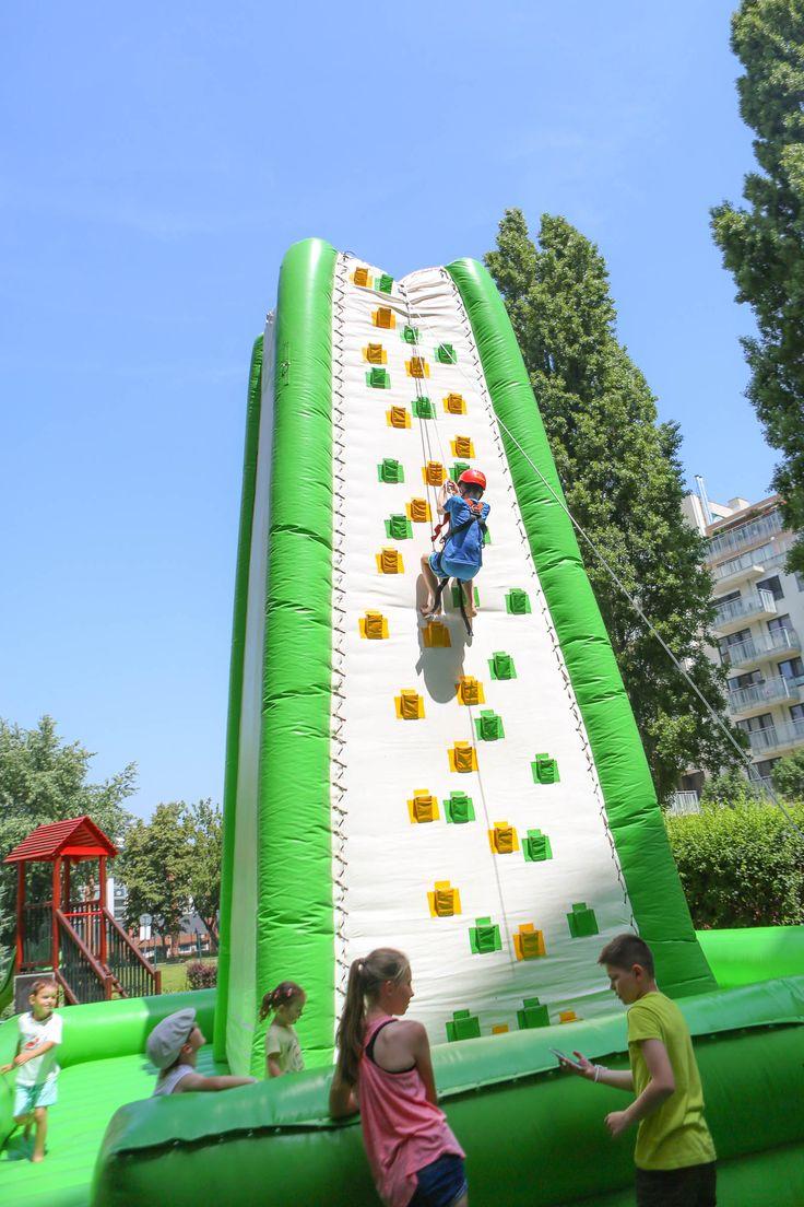 Na súťaže sa už môžete začať tešit! Na dvore bude opäť pre veľký úspech lezecká stena, a aj maxi terč pre kopania-chitvých 😉
