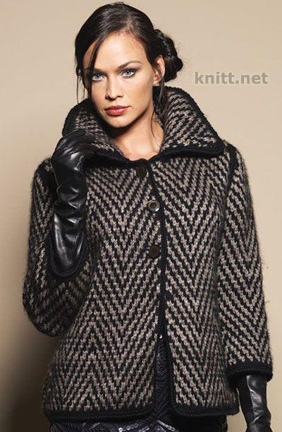 Вязаное пальто с геометрическим узором. Классическая модель кроя, геометрический рисунок, пуговицы - актуальная модель для весенне-осеннего времени года